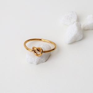 anillo nudo dorado